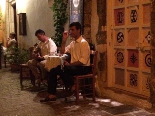 20140623-Buzukiști de tavernă în Chania (1)